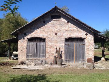 Robin's Blacksmith Shop, exterior